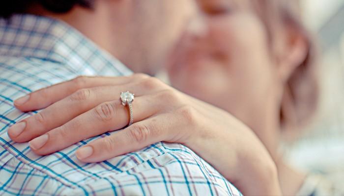 anel de noivado branco