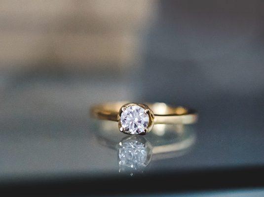 anel de noivado de ouro amarelo